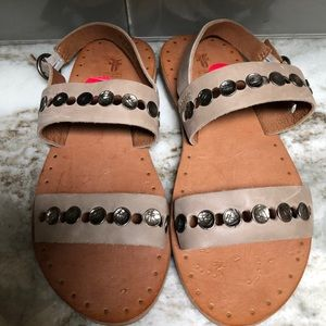 FRYE LEATHER SANDALS TAN SIZE 6 new
